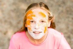 Porträt eines Mädchens für indisches Festival von Farben Holi Stockbilder