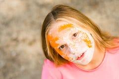Porträt eines Mädchens für indisches Festival von Farben Holi Lizenzfreies Stockbild