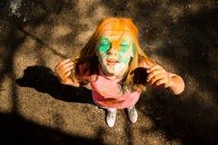 Porträt eines Mädchens für indisches Festival von Farben Holi Stockfotos