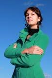 Porträt eines Mädchens gegen ein Stadtbild Lizenzfreies Stockbild