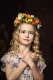 Porträt eines Mädchens mit einem Kranz Lizenzfreies Stockfoto