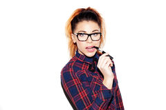 Porträt eines Mädchens mit einem nerdy Blickrauchen Lizenzfreies Stockfoto