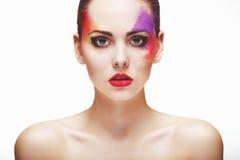 Porträt eines Mädchens mit einem ungewöhnlichen Make-up Stockfotografie