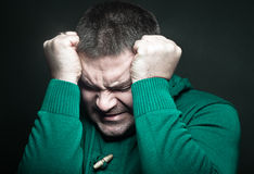Porträt eines Mannes in der Verzweiflung stockfoto
