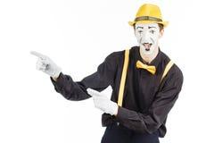 Porträt eines Mannes, ein Künstler, eine Pantomime Shows etwas, Isolator Stockbilder