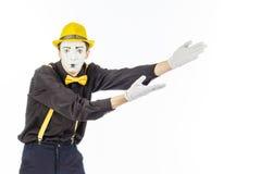 Porträt eines Mannes, ein Künstler, eine Pantomime Shows etwas, Isolator Stockfotografie