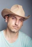Porträt eines Mannes in einem Cowboyhut stockfotos