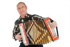 Porträt eines Mannes, Großvater, der das Akkordeon spielt Lokalisiertes O lizenzfreie stockbilder