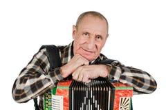 Porträt eines Mannes, Großvater, der das Akkordeon spielt Lokalisiertes O stockfoto