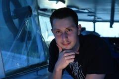 Porträt eines Mannes interessiert an Gespräch lizenzfreies stockfoto