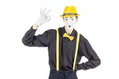 Porträt eines Mannes, Künstler, Clown, MIME Shows heißen Zeichen gut isolat Lizenzfreie Stockbilder