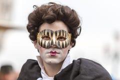 Porträt eines Mannes mit einer Maske - Venedig-Karneval 2014 lizenzfreie stockfotografie