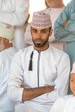 Porträt eines Mannes von Oman in einem traditionellen Kleid von Oman Nizwa, Oman - 15/OCT/2016 Stockfotografie