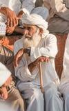 Porträt eines Mannes von Oman in einem traditionellen Kleid von Oman Nizwa, Oman - 15/OCT/2016 Lizenzfreie Stockbilder