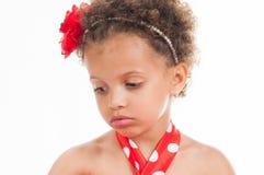 Porträt eines Mulatten des kleinen Mädchens, ist es traurig Stockfotografie