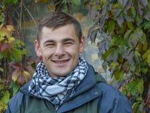 Porträt eines netten jungen Kerls Lizenzfreie Stockfotografie