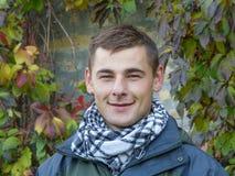 Porträt eines netten jungen Kerls Lizenzfreies Stockbild