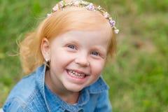 Porträt eines netten kleinen Pin-up-Girl Lizenzfreies Stockbild