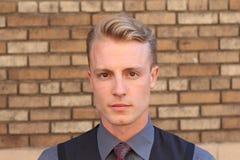 Porträt eines nordischen jungen Mannes draußen Lizenzfreies Stockfoto