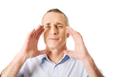 Porträt eines reifen Mannes, der jemand anruft Stockfotografie
