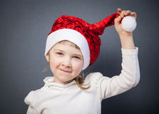 Porträt eines reizend kleinen Mädchens in Sankt Hut stockfoto