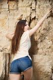 Porträt eines schönen Bergsteigers der jungen Frau Lizenzfreie Stockfotos
