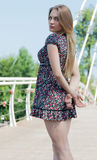 Porträt eines schönen jungen Mädchens draußen Stockfotografie