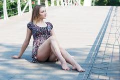 Porträt eines schönen jungen Mädchens draußen Lizenzfreies Stockfoto