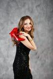 Porträt eines schönen langhaarigen jungen Mädchens stockbild