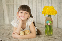 Porträt eines schönen Mädchen Ostern-Dekors lizenzfreie stockfotografie