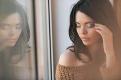 Porträt eines schönen Mädchengesichtes mit schönem Make-up Lizenzfreie Stockfotos