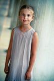 Porträt eines schönen Mädchens auf der Straße von Venedig. Stockbilder