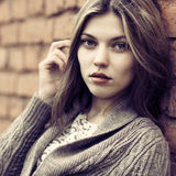 Porträt eines schönen verlockenden Mädchens lizenzfreies stockbild