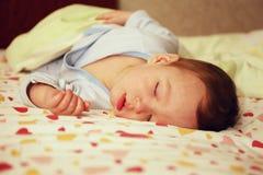 Porträt eines schlafenden Babys lizenzfreies stockbild