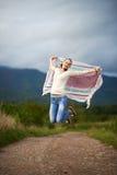 Porträt eines Tanzens der jungen Frau im Freien Lizenzfreies Stockbild