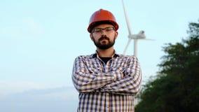 Porträt eines Verfahrensingenieurs in einem WindkraftanlageKraftwerk stock video