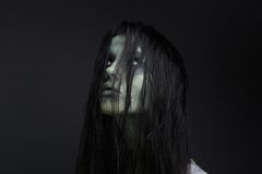 Porträt eines weiblichen Zombies Stockfotografie