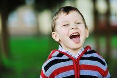 Porträt emotional des Kindes - im Freien Stockbilder