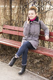 Porträt hübsches Mode blondie europäischer Frau, die am Telefon spricht Glänzendes Lächeln Lizenzfreie Stockfotos