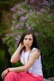 Porträt im Freien eines jungen schönen Mädchens Stockbilder