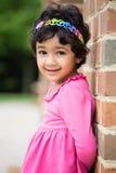 Porträt im Freien eines kleinen Mädchens Stockbild