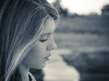 Porträt im Profil von eine Jugendliche clos oben Lizenzfreie Stockbilder