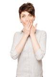 Porträt Junge überraschte Brunettemädchen auf einem Weiß stockfotos