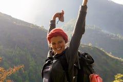 Porträt-junge hübsche Mädchen-Sonnenaufgang-Regen-Berge Afrika-Natur-Morgen Volcano Viewpoint Gebirgstrekking, Ansicht Stockbilder