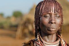 Porträt junger hamer Frau, Äthiopien, Omo-Tal Stockbild