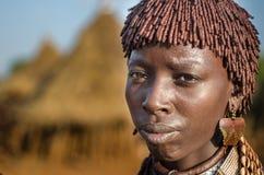 Porträt junger hamer Frau, Äthiopien, Omo-Tal Stockfotografie