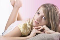 Junge blonde Frau der natürlichen Schönheit Lizenzfreie Stockfotos
