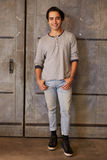 Porträt männlichen Designer-Standing In Modern-Büros Stockfoto