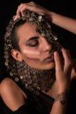 Porträt mit orientalischen Verzierungen lizenzfreie stockfotografie