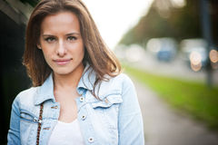 Porträt mit schönem Mädchen Lizenzfreies Stockfoto
